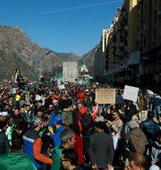 Protester i staden Kherrata. Fateh Guidoum / TT NYHETSBYRÅN