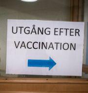 Skylt vid vaccinationsmottagning. Magnus Hjalmarson Neideman/SvD/TT / TT NYHETSBYRÅN