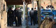 Polisen arbetar på brottsplatsen. SEBASTIAN GOLLNOW / DPA