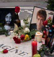 Lennon hyllas på årsdagen för mordet. Mark Lennihan / TT NYHETSBYRÅN