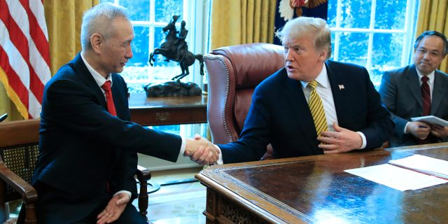 Liu He och Donald Trump. Manuel Balce Ceneta / TT NYHETSBYRÅN/ NTB Scanpix