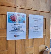 Coronaskyltar när Gällivare var hårt drabbat av coronaviruset i somras. Hans-Olof Utsi/TT / TT NYHETSBYRÅN