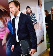 Karl-Johan Persson och nya H&M-vd:n Helena Helmersson. Jonas Ekströmer/TT / TT NYHETSBYRÅN