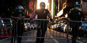 Polis håller människor borta från Times Square i centrala New York. Seth Wenig / TT NYHETSBYRÅN