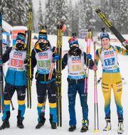 Svenska laget jublar efter medaljen. JOEL MARKLUND / BILDBYRÅN
