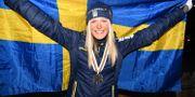 Silvermedaljören Frida Karlsson under medaljceremonin efter 10 km klassisk stil vid skid-VM i Seefeld. Fredrik Sandberg/TT / TT NYHETSBYRÅN