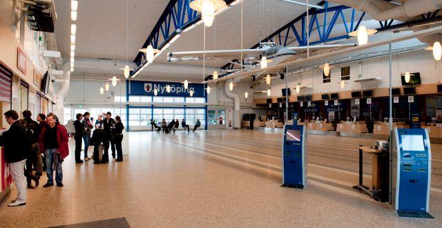 En tom avgångshall på Skavsta flygplats.   PONTUS LUNDAHL / TT / TT NYHETSBYRÅN
