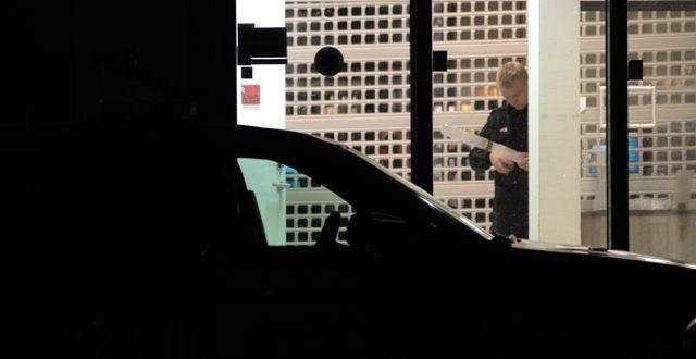 Polisen undersöker en av brottsplatserna i Kongsberg. Terje Pedersen / TT NYHETSBYRÅN