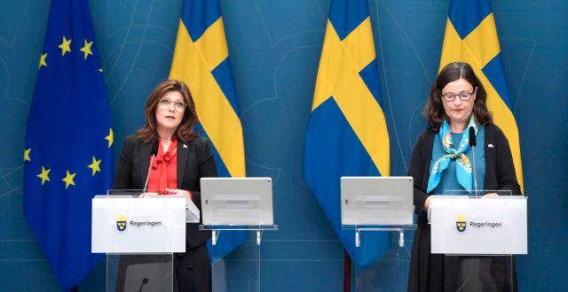 Eva Nordmark (S) och Anna Ekström (S). Amir Nabizadeh/TT / TT NYHETSBYRÅN