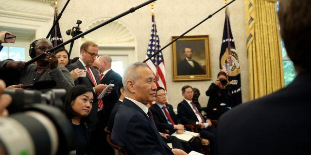 Arkivbild: Kinas vice premiärminister Liu He på besök i Vita huset tidigare i oktober.  Andrew Harnik / TT NYHETSBYRÅN