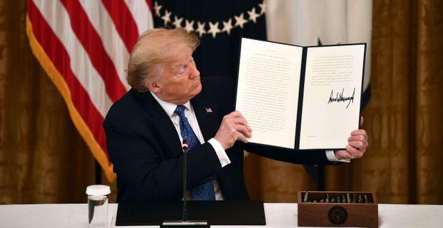 En tidigare presidentorder som Trump utfärdat. BRENDAN SMIALOWSKI / TT NYHETSBYRÅN