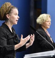 Amanda Lind på fredagens pressträff. Anders Wiklund/TT / TT NYHETSBYRÅN