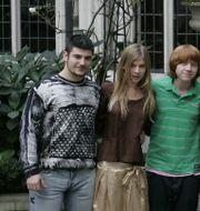 """Stanislav Yanevski, längst till vänster, tillsammans med andra skådespelare från """"Harry Potter och den flammande bägaren""""/Arkivbild.  KIRSTY WIGGLESWORTH / AP"""