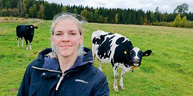 Mjölkbonden Emilia Astrenius Widerström testar olika regenerativa jordbruksmetoder på sin gård i Götene.  Privat