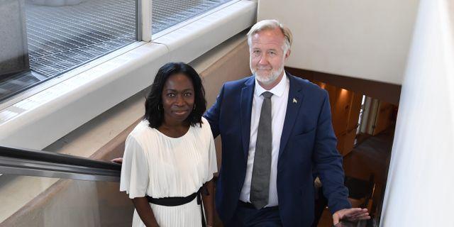 Liberalernas partiledare Nyamko Sabuni och Johan Pehrson (L). Jessica Gow/TT / TT NYHETSBYRÅN