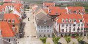 Kinas eget Sigtuna är ingen blek kopia av det tusenåriga originalet utan en fantastisk småstadsmiljö med låg bebyggelse och en anlagd imitation av Sveriges tredje största sjö. International New Town Institute