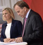 Finansminister Magdalena Andersson och statsminister Stefan Löfven på tisdagens pressträff.  Pontus Lundahl/TT / TT NYHETSBYRÅN