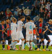 Flera spelare rök ihop i slutminuterna av mötet mellan PSG och Marseille Michel Euler / TT NYHETSBYRÅN
