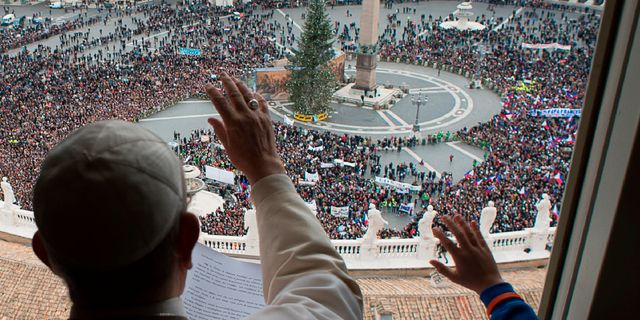 Pojken hörde som vuxen av sig till påve Franciskus. OSSERVATORE ROMANO / TT NYHETSBYRÅN