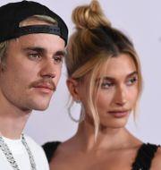 Arkivbild: Justin Bieber tillsammans med frun Hailey Baldwin, januari 2020.  Jordan Strauss / TT NYHETSBYRÅN