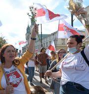 Människor fyllde gatorna i Belarus på onsdagen. Czarek Sokolowski / TT NYHETSBYRÅN