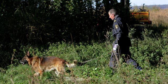 Polisen söker vid Ekudden utanför Mariestad efter kroppen efter Helena Andersson som försvann för tolv år sedan. Björn Larsson Rosvall
