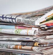 En hög med tidningar. Helena Landstedt/TT / TT NYHETSBYRÅN