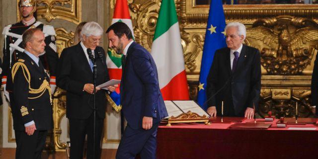 Sergio Mattarella och inrikesminister Matteo Salvini. Gregorio Borgia / TT NYHETSBYRÅN/ NTB Scanpix
