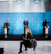 Arkivbild: Hälso- och omsorgsminister Bent Høie (till vänster) tillsammans med statsminister Erna Solberg, hälsodirektören Bjørn Guldvog och FHI-direktören Camilla Stoltenberg.  Berit Roald / TT NYHETSBYRÅN