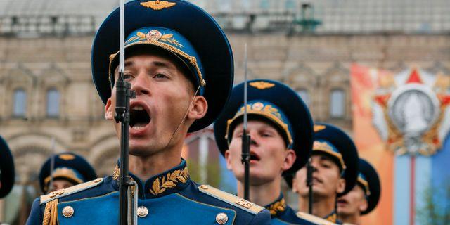 Ryska soldater under en parad på Röda torget i Moskva, 6 maj. Alexander Zemlianichenko / TT NYHETSBYRÅN/ NTB Scanpix