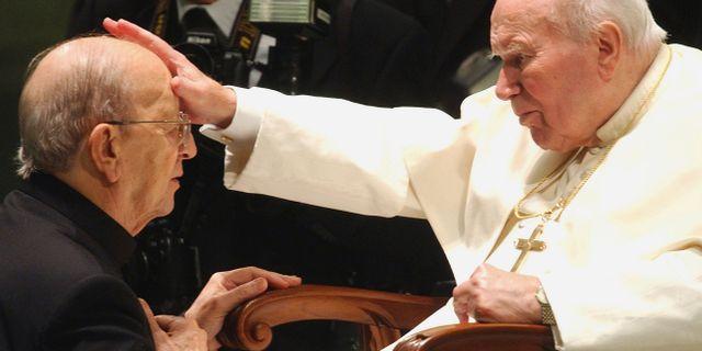 Marcial Maciel och påve Johannes Paulus II. Plinio Lepri / TT NYHETSBYRÅN