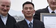 Nordkoreas ambassadör i Italien, Jo Song Gil (mitten) TT