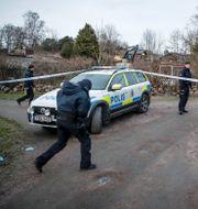 Polis på plats i Säve.  Adam Ihse/TT / TT NYHETSBYRÅN