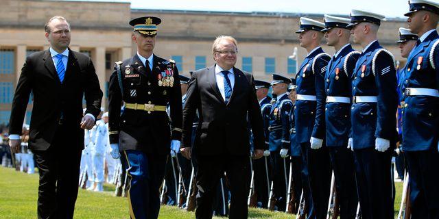 Peter Hultqvist (S) skrev nyligen under ett avtal om fördjupat militärt samarbete mellan Sverige, Finland och USA Manuel Balce Ceneta / TT / NTB Scanpix