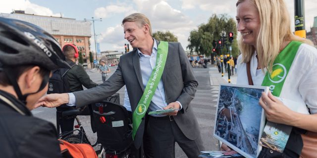 Bolund kampanjar tillsammans med Stockholms miljöborgarråd Katarina Luhr i samband med riksdagsvalet i höstas. Stina Stjernkvist/TT / TT NYHETSBYRÅN