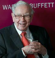 Warren Buffett, Chairman and CEO of Berkshire Hathaway, smiles as he plays bridge following the annual Berkshire Hathaway shareholders meeting in Omaha, Neb., Sunday, May 5, 2019. Nati Harnik / TT NYHETSBYRÅN