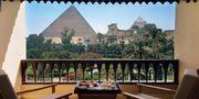 På Mena House i Giza bor du så nära pyramiderna att du nästan kan sträcka ut handen och röra vid dem. Mena House Hotel