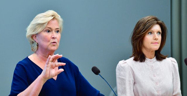 Utredaren Maria Hemström Hemmingsson och arbetsmarknadsminister Eva Nordmark (S) vid tisdagens pressträff. Jonas Ekströmer/TT / TT NYHETSBYRÅN