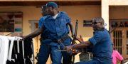 Arkivbild, poliser i Burundis huvudstad Bujumbura.  Jerome Delay / TT NYHETSBYRÅN/ NTB Scanpix
