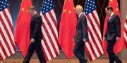 Arkivbild: USA:s handelsrepresentant Robert Lightizer, Kinas vice premiärminister Liu He samt den amerikanske finansministern Steven Mnuchin.  Ng Han Guan / TT NYHETSBYRÅN
