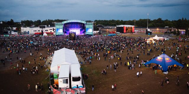 Tre gripna efter dodsfall pa festival daliga droger