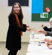 Statsminister Katrin Jakobsdottir röstar i Reykjavik, Island.  Arni Torfason / TT NYHETSBYRÅN