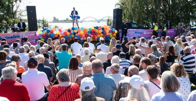 Sverigedemokraternas partiledare Jimmie Åkesson (SD) talar vid partiets sommarfestival på Slottsudden i Sölvesborg i augusti. Johan Nilsson/TT / TT NYHETSBYRÅN