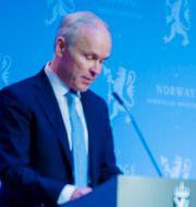 Jan Tore Sanner och statsminister Erna Solberg. Stian Lysberg Solum / TT NYHETSBYRÅN