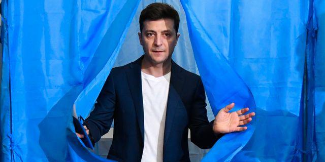 Volodymyr Zelenkij efter att han lagt sin röst i presidentvalet i april. GENYA SAVILOV / AFP