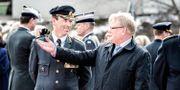 Dennis Gyllensporre, generallöjtnant och chef för Högkvarteret och försvarsminister Peter Hultqvist (S). Tomas Oneborg/SvD/TT / TT NYHETSBYRÅN