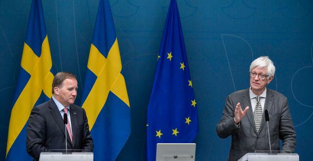 Statsminister Stefan Löfven (S) och Johan Carlson, generaldirektör för Folkhälsomyndigheten Janerik Henriksson/TT / TT NYHETSBYRÅN