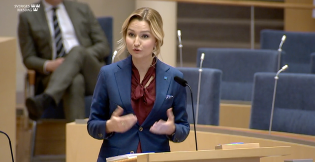 Ebba Busch under partiledardebatten. Riksdagen
