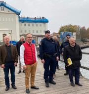 Kommunalrådet Johan Persson (S) och Morgan Johansson med flera på plats i Kalmar.  Morgan Johansson/Instagram