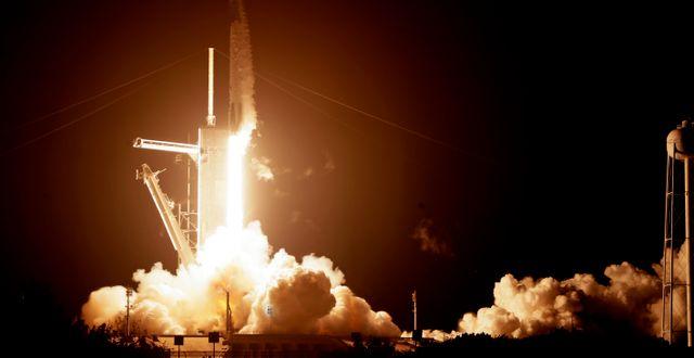 Bild från Kennedy Space Center i natt. John Raoux / TT NYHETSBYRÅN